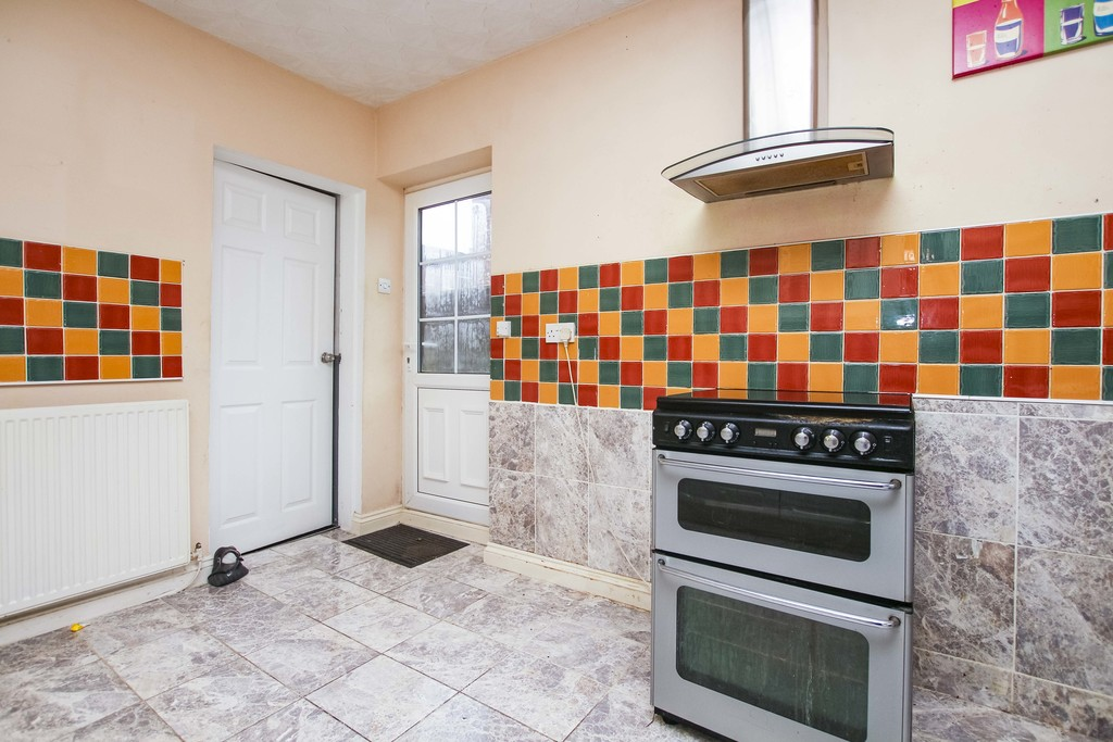 3 Bedroom Semi-detached House To Rent - Image 8