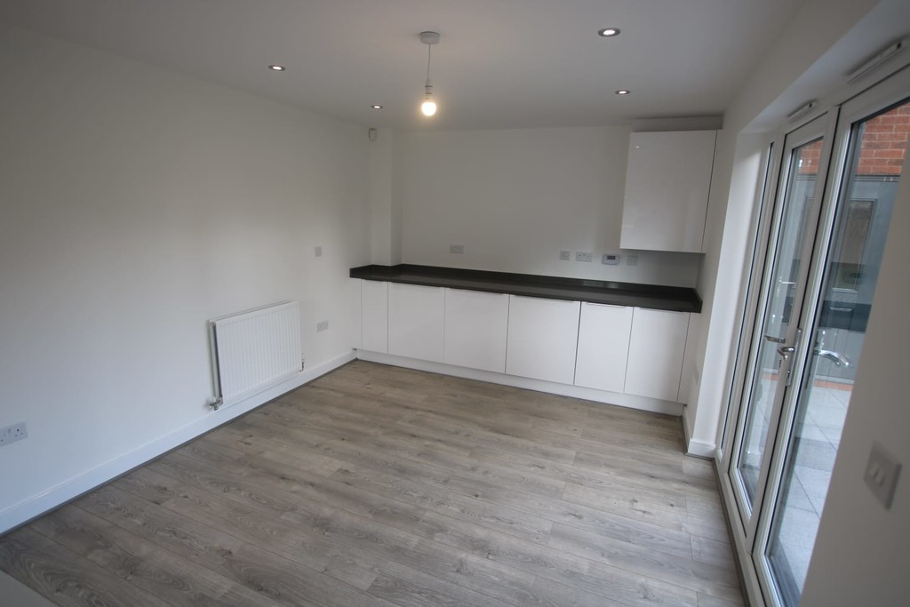 4 Bedroom Detached House To Rent - Image 14