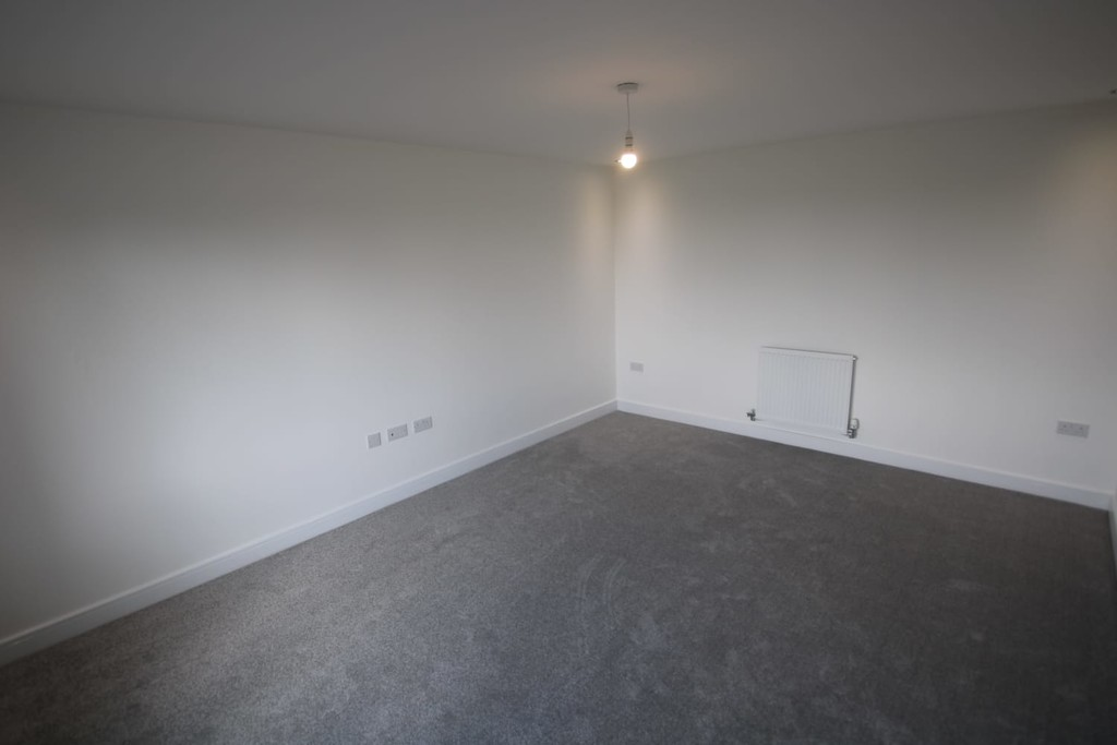 4 Bedroom Detached House To Rent - Image 6