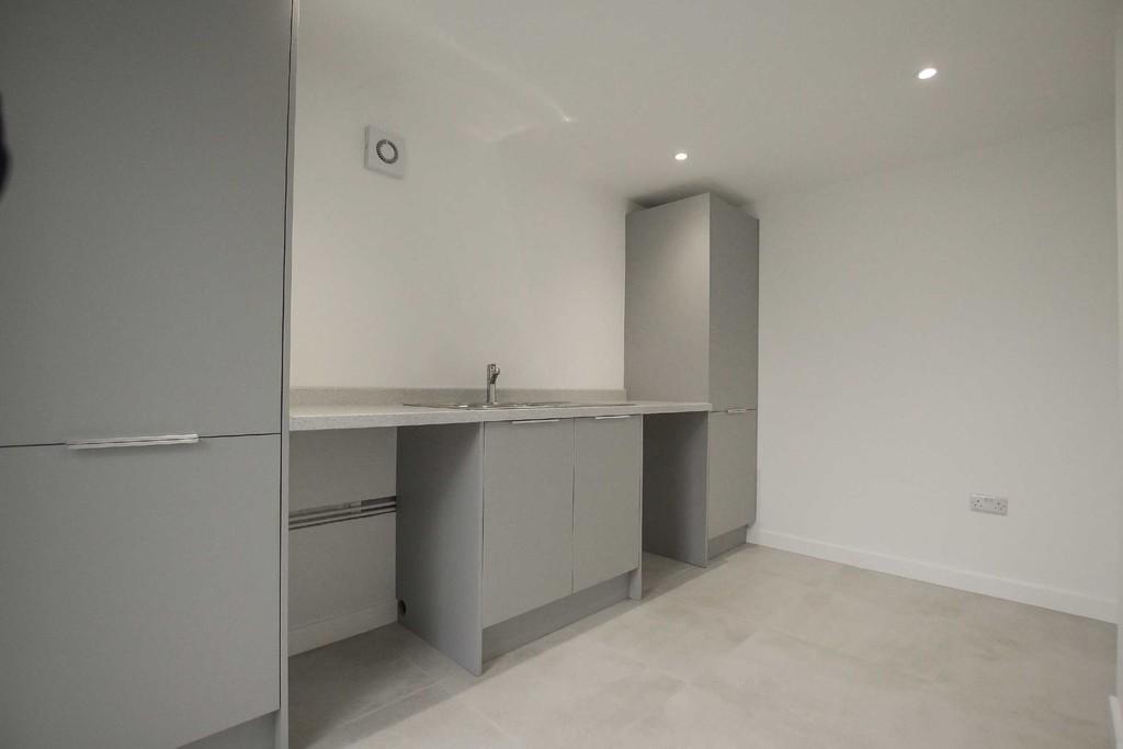 3 Bedroom Detached Bungalow Bungalow To Rent - Image 10