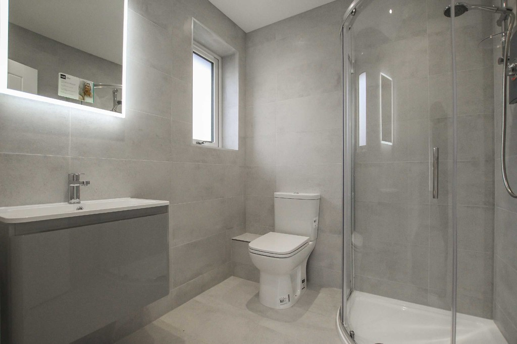 3 Bedroom Detached Bungalow Bungalow To Rent - Image 6