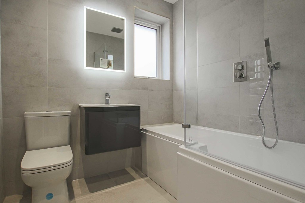 3 Bedroom Detached Bungalow Bungalow To Rent - Image 9
