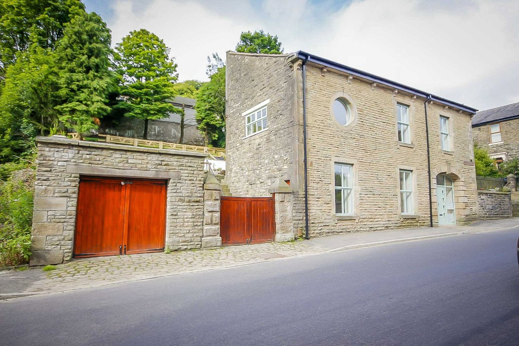 4 Bed Barn Conversion House To Rent - Main Image