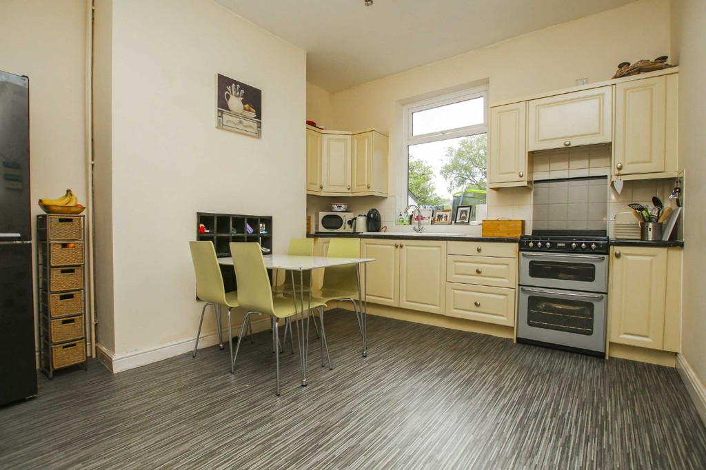 3 Bedroom End Terraced House To Rent - Image 3