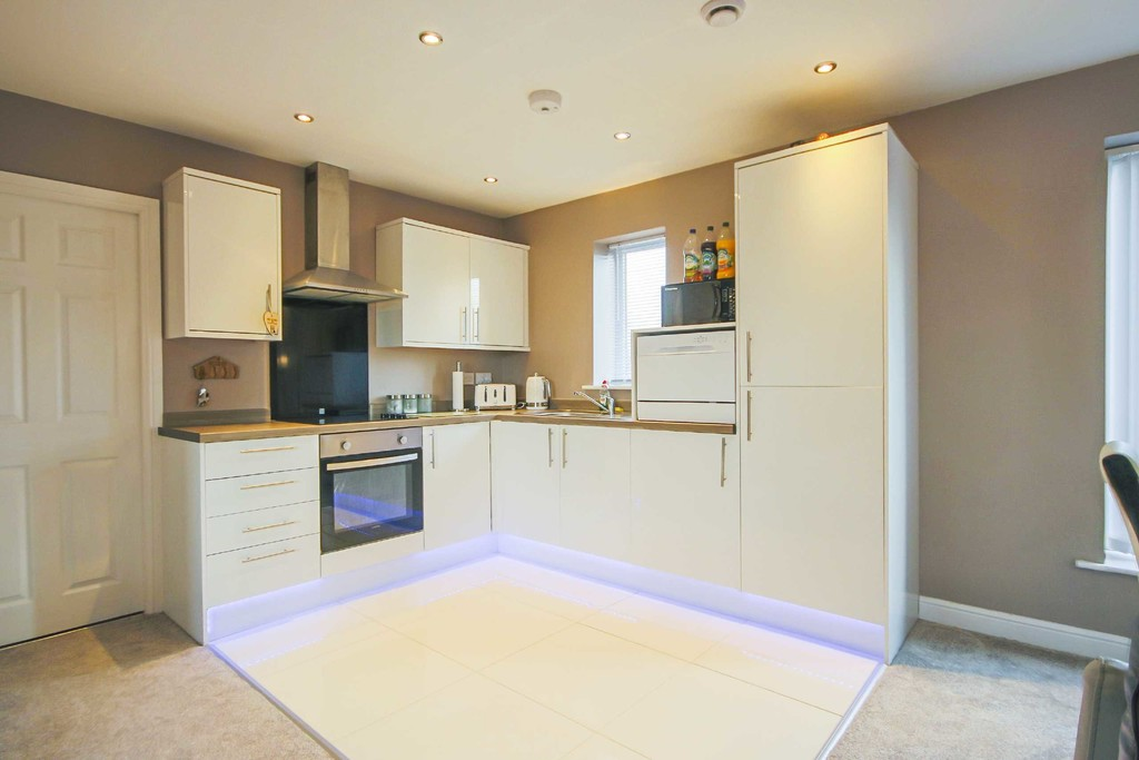 2 Bed Apartment Flat To Rent - Main Image
