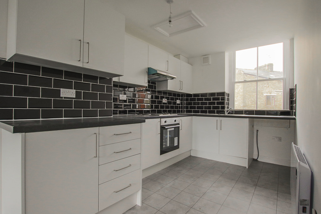 4 Bedroom Apartment Flat To Rent - Image 11