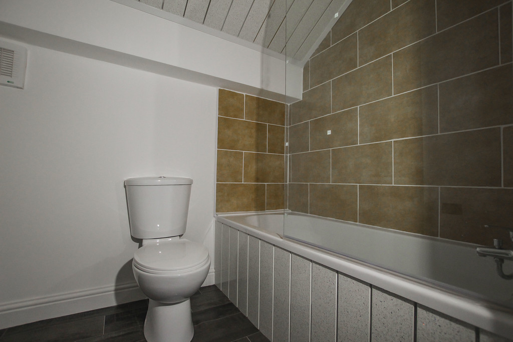 4 Bedroom Apartment Flat To Rent - Image 12