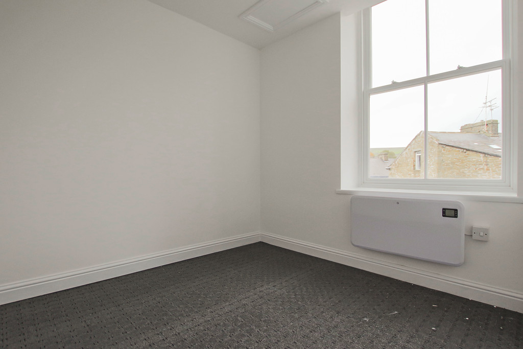 4 Bedroom Apartment Flat To Rent - Image 13