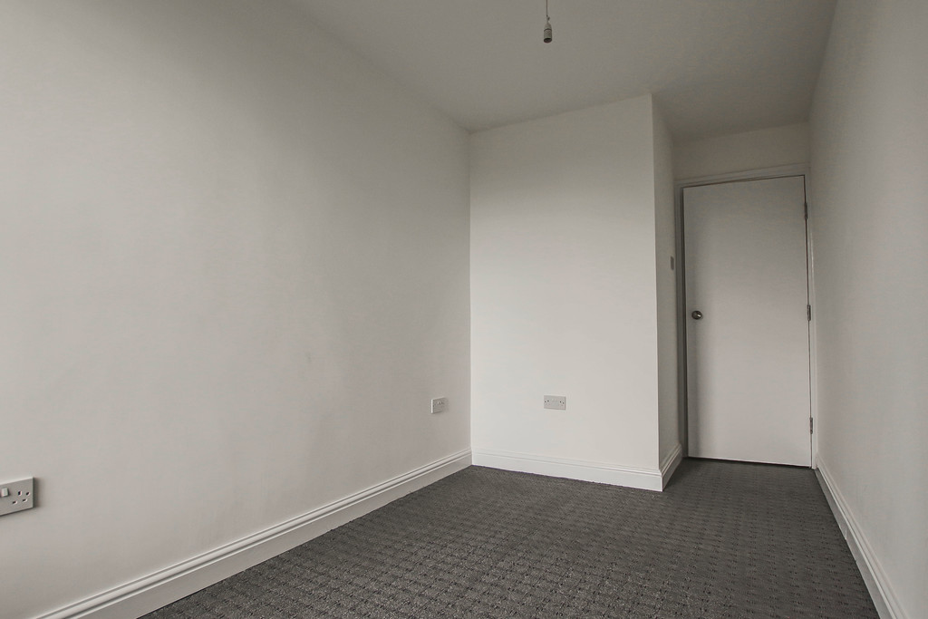 4 Bedroom Apartment Flat To Rent - Image 16