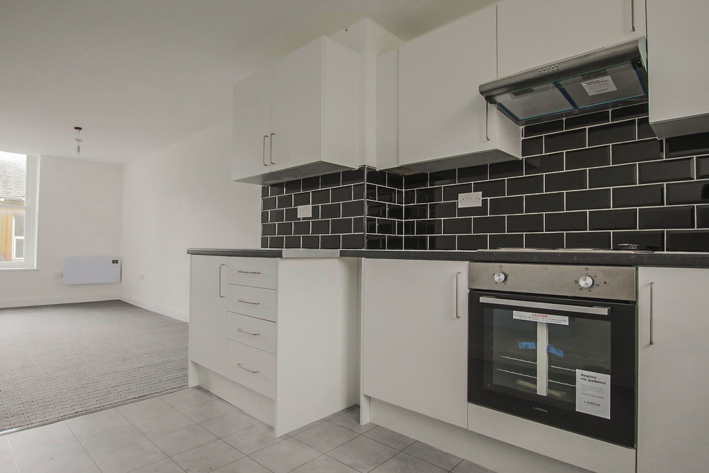 4 Bedroom Apartment Flat To Rent - Image 2