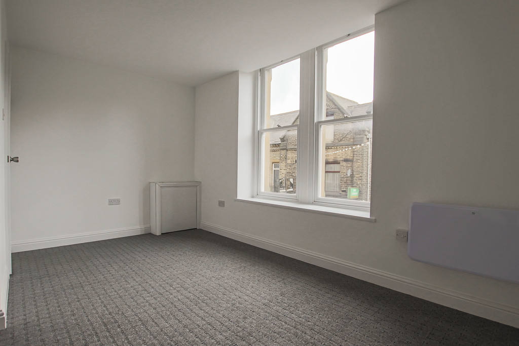 4 Bedroom Apartment Flat To Rent - Image 3