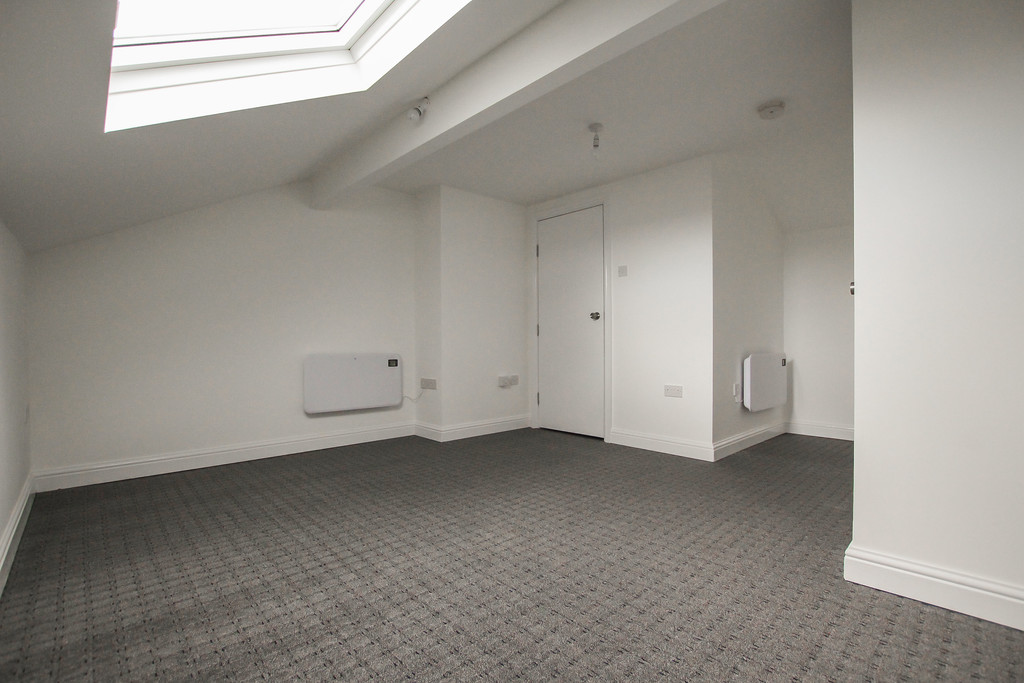 4 Bedroom Apartment Flat To Rent - Image 4