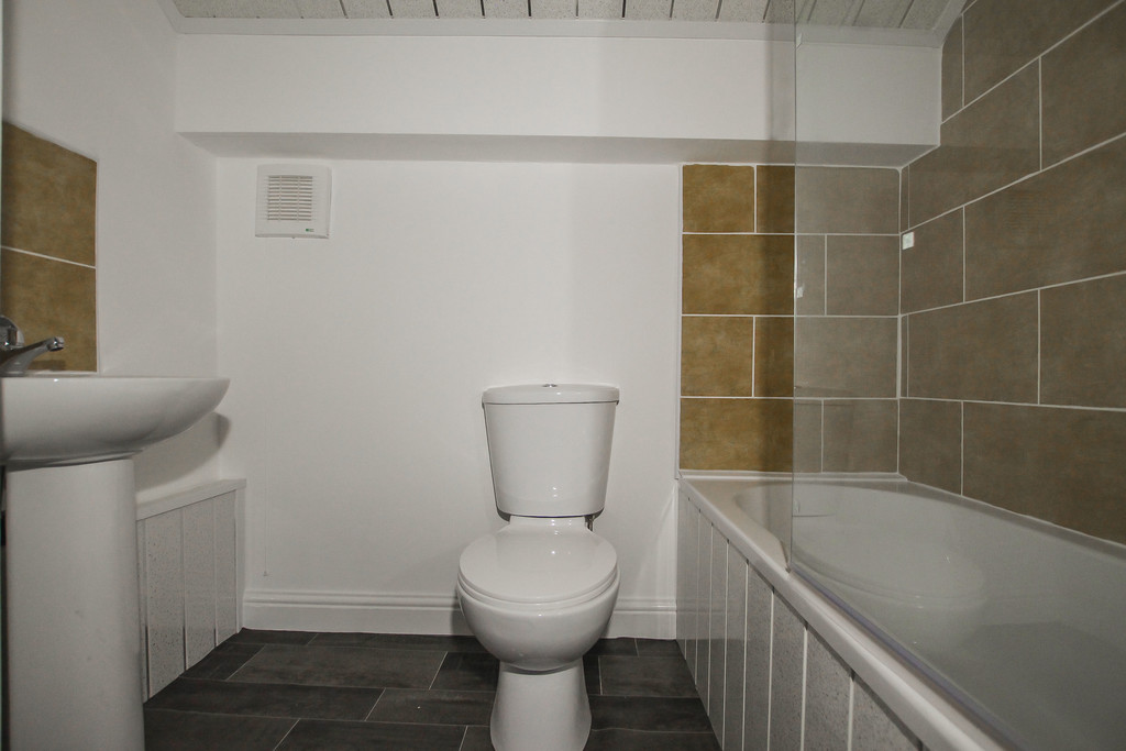 4 Bedroom Apartment Flat To Rent - Image 5