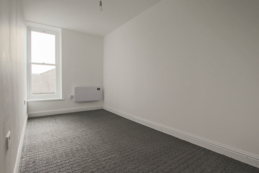 4 Bedroom Apartment Flat To Rent - Image 8