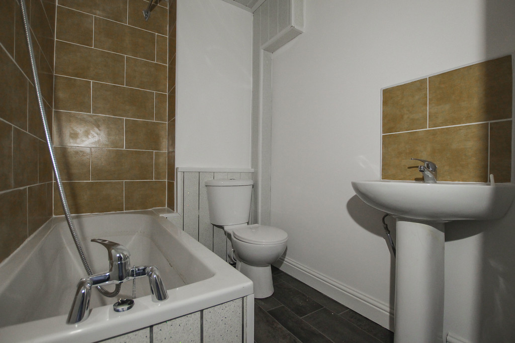 4 Bedroom Apartment Flat To Rent - Image 9