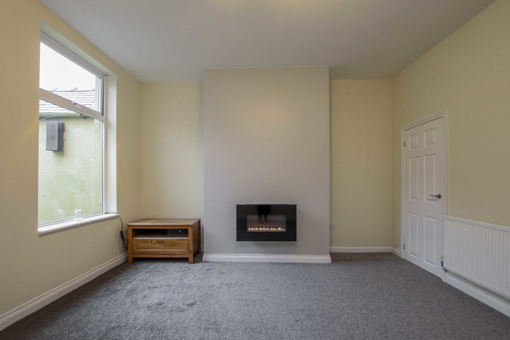 3 Bedroom Mid Terraced House To Rent - Image 11