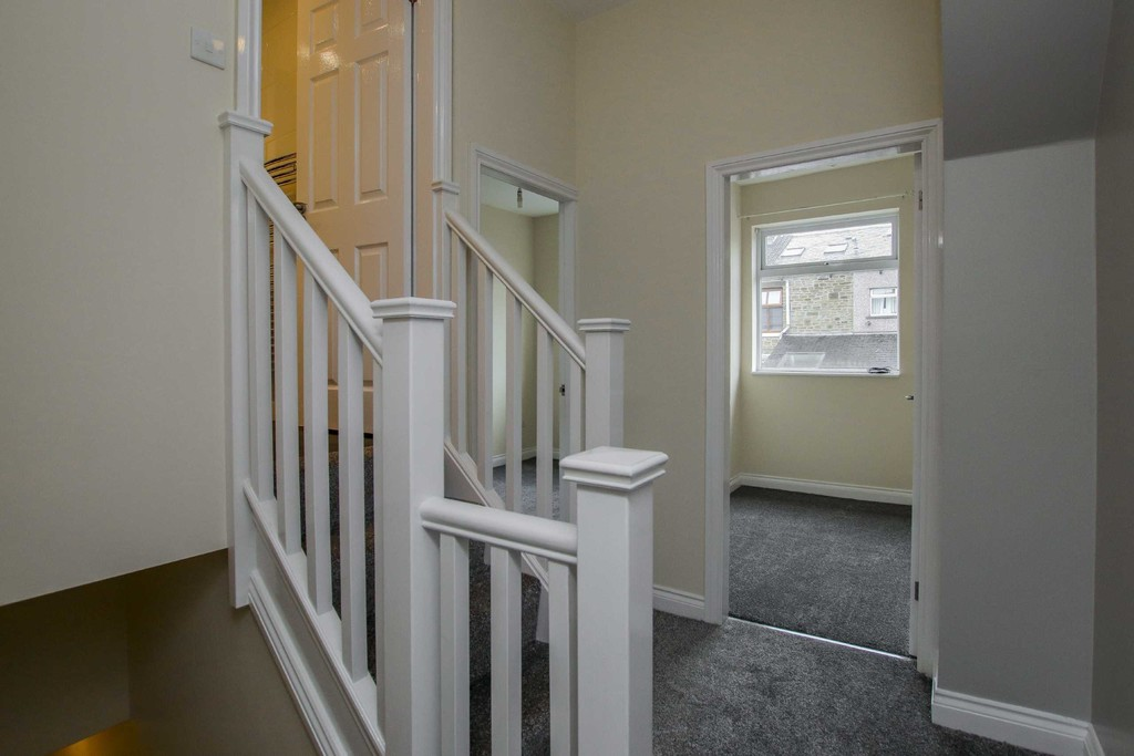 3 Bedroom Mid Terraced House To Rent - Image 15