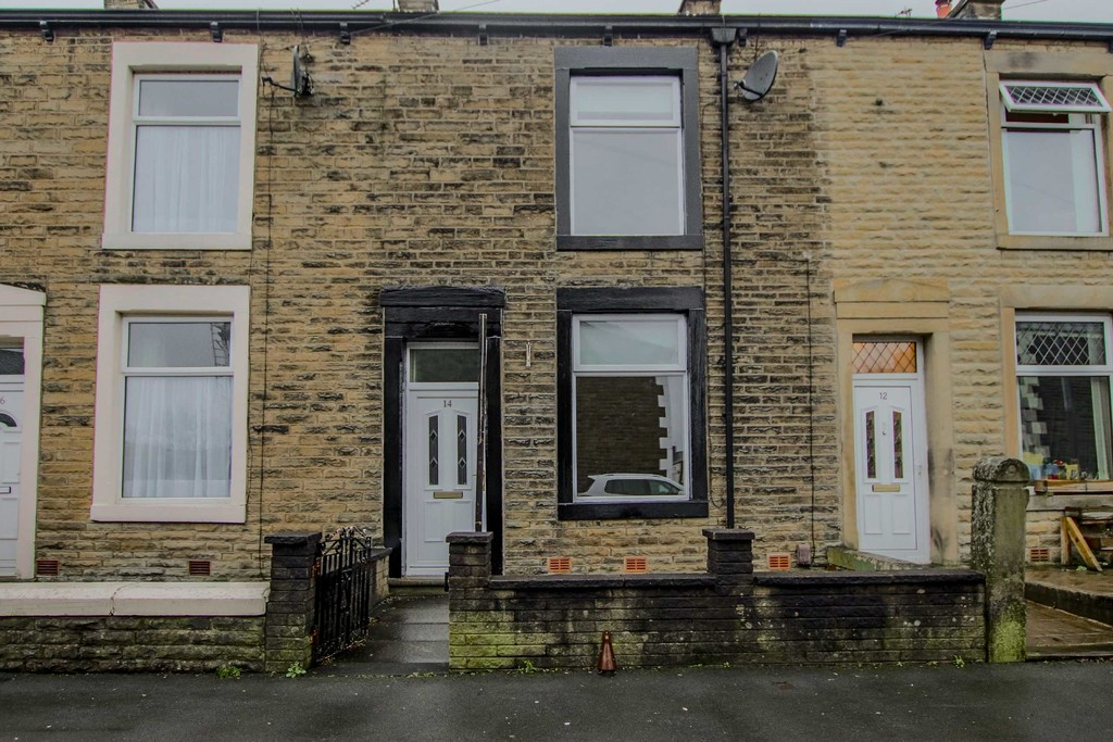 3 Bedroom Mid Terraced House To Rent - Image 3
