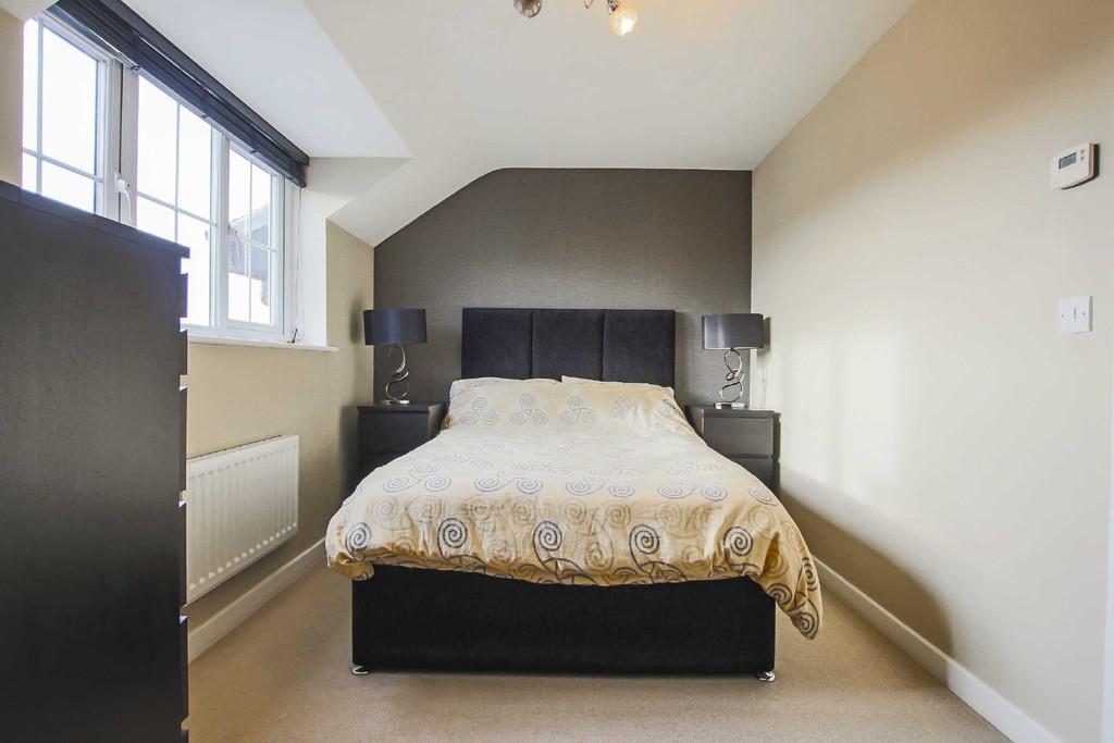 2 Bedroom Flat To Rent - Image 10