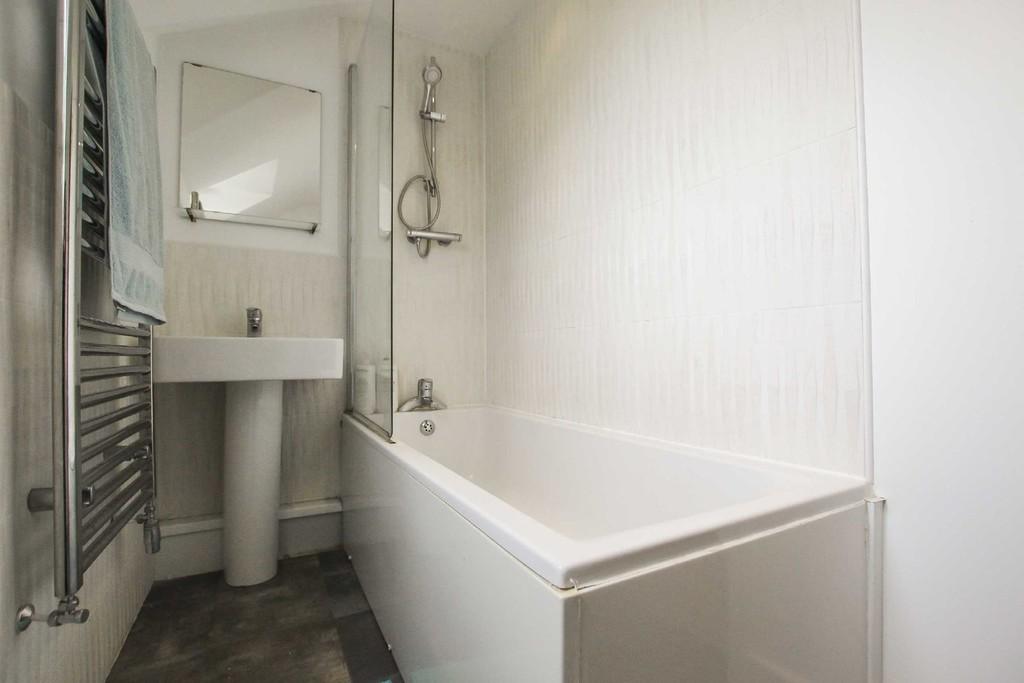 2 Bedroom Flat To Rent - Image 11