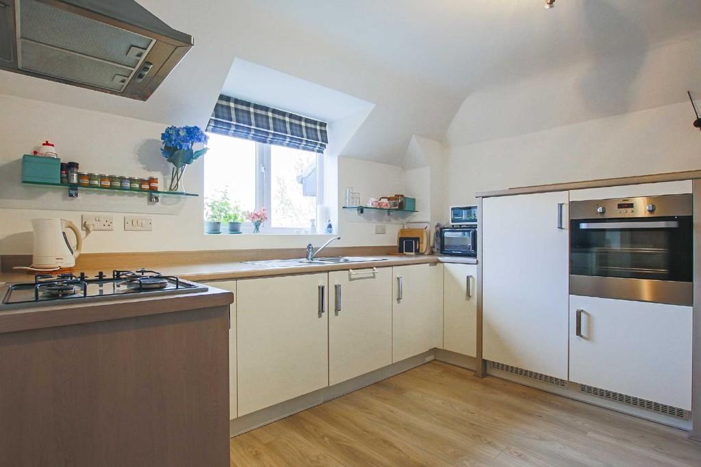 2 Bedroom Flat To Rent - Image 8
