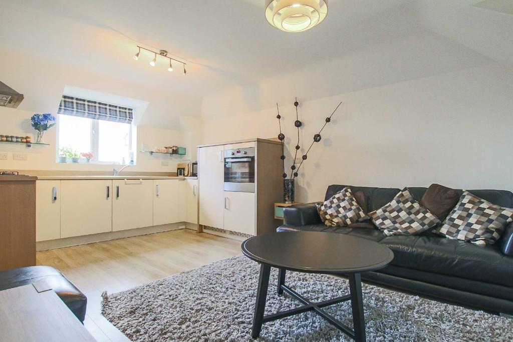 2 Bedroom Flat To Rent - Image 9
