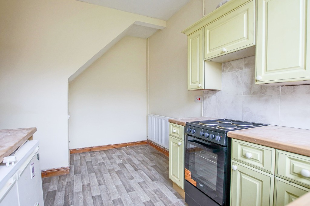 3 Bedroom Mid Terraced House To Rent - Image 16