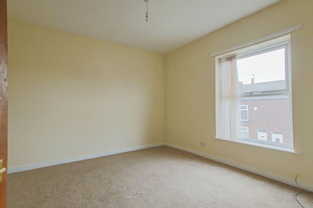 3 Bedroom Mid Terraced House To Rent - Image 13