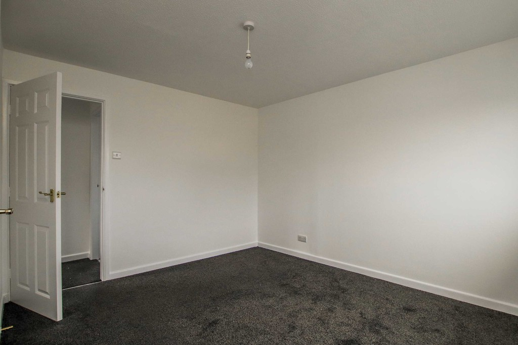 2 Bedroom Semi-detached House To Rent - Image 10