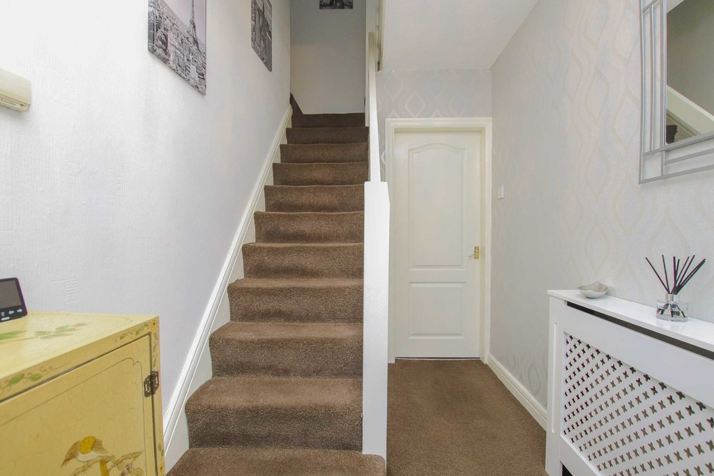 4 Bedroom Semi-detached House To Rent - Image 11