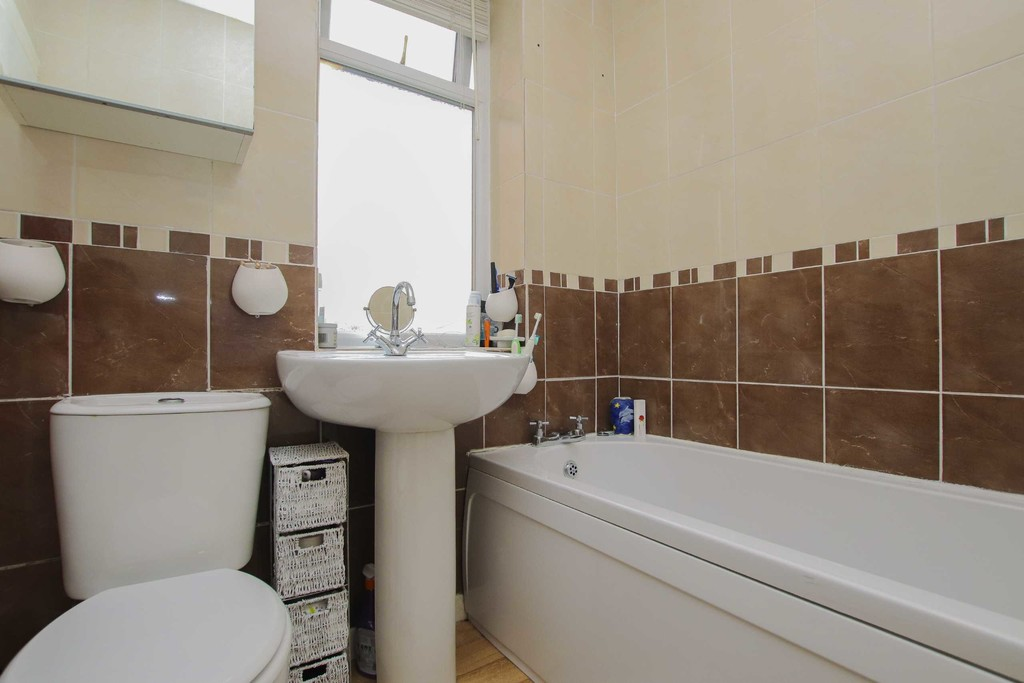 4 Bedroom Semi-detached House To Rent - Image 16