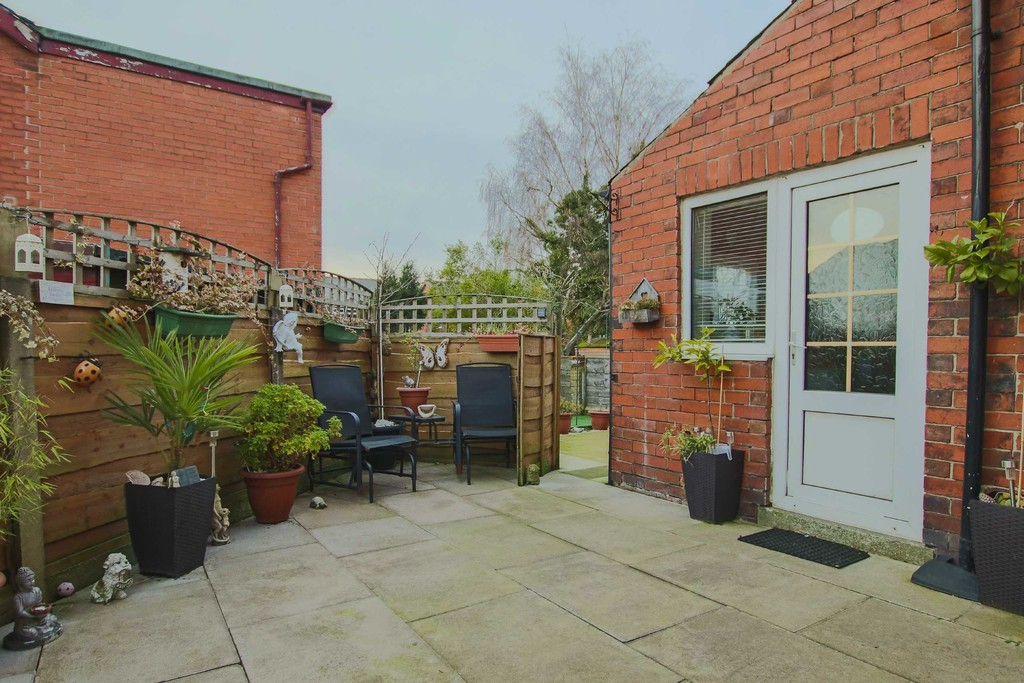 4 Bedroom Semi-detached House To Rent - Image 7
