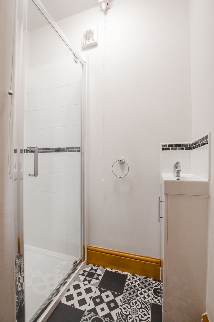 2 Bedroom Semi-detached House To Rent - Image 18