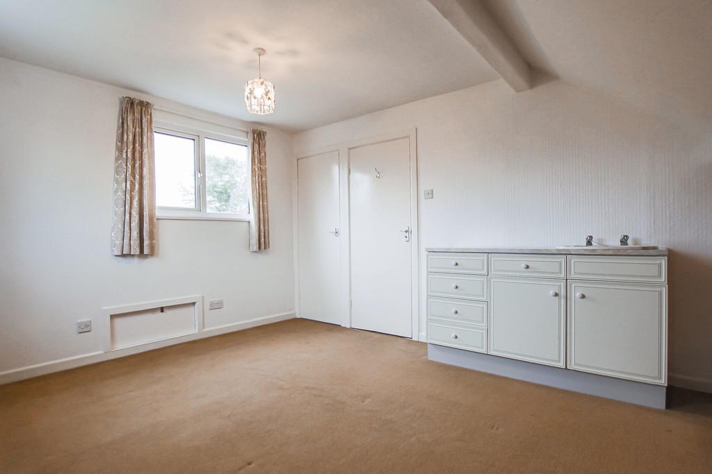 4 Bedroom Bungalow To Rent - Image 13