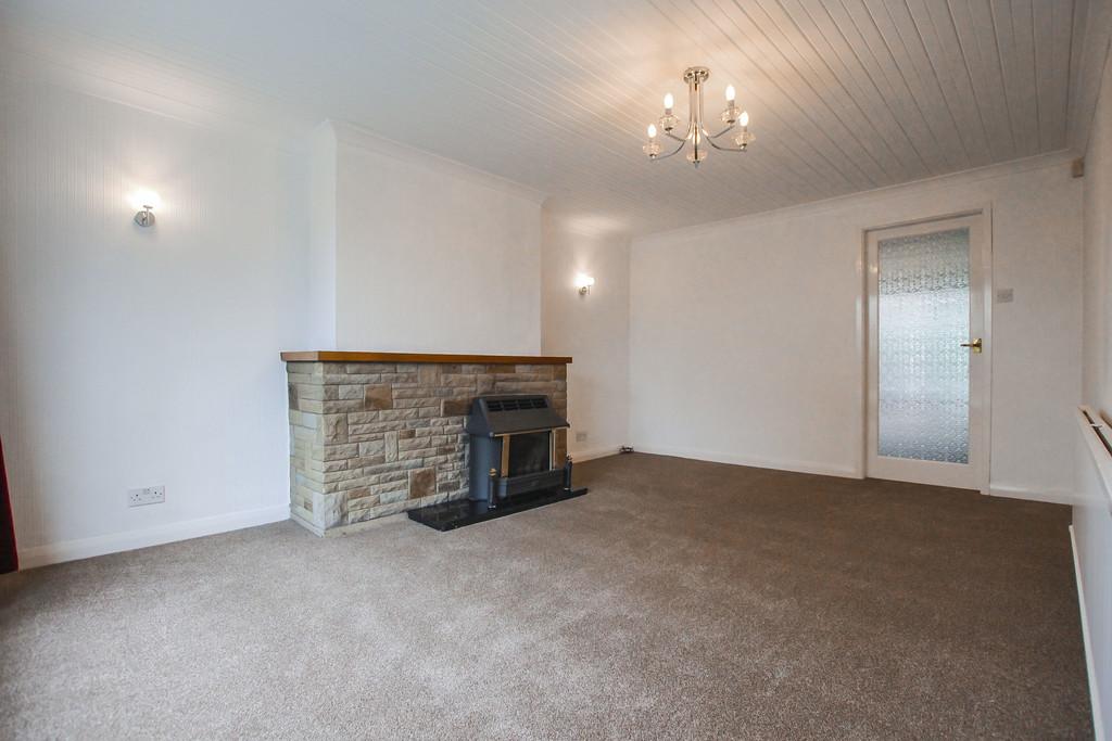 4 Bedroom Bungalow To Rent - Image 11