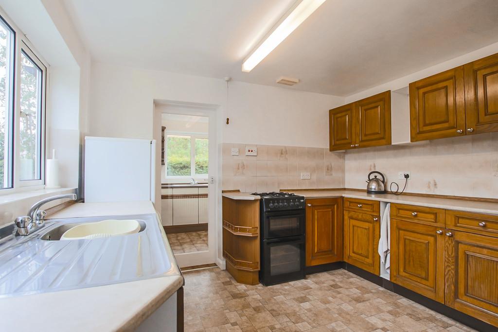 4 Bedroom Bungalow To Rent - Image 3