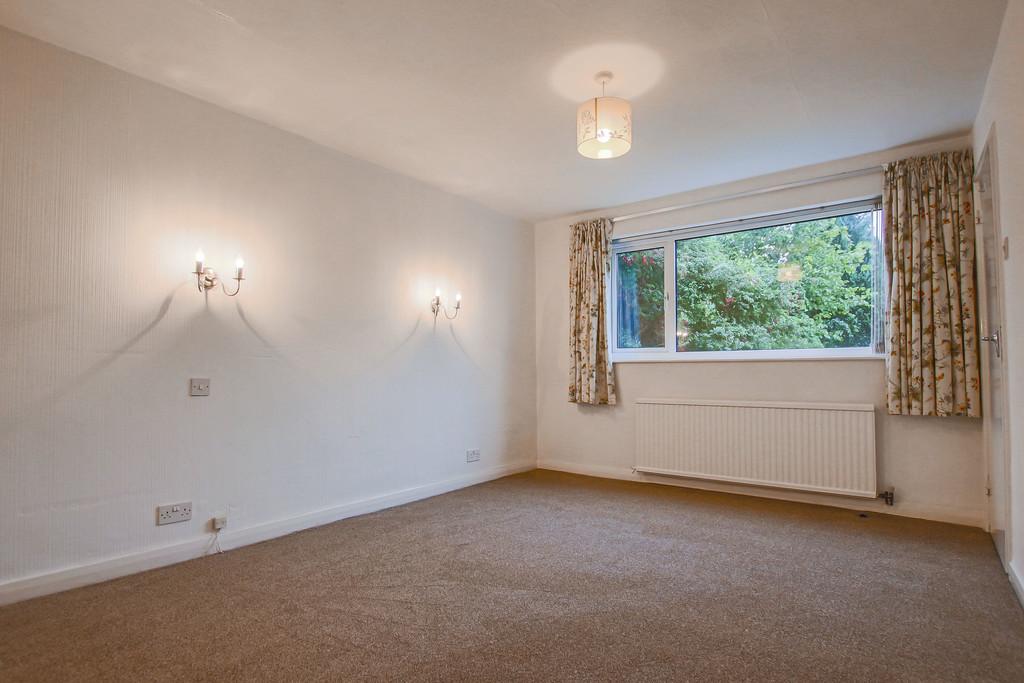 4 Bedroom Bungalow To Rent - Image 8