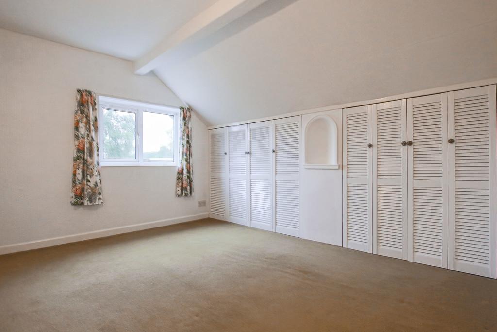 4 Bedroom Bungalow To Rent - Image 12