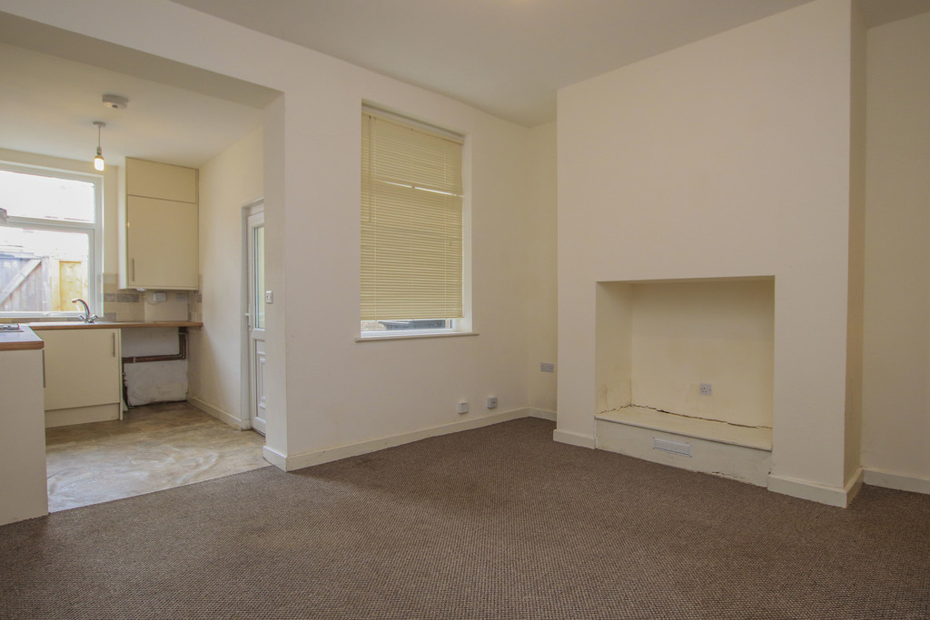 3 Bed Mid Terraced House To Rent - Main Image