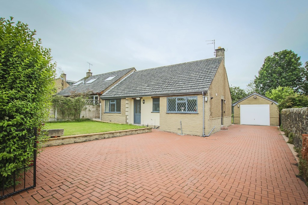 2 Bed Semi-detached Bungalow Bungalow To Rent - Main Image
