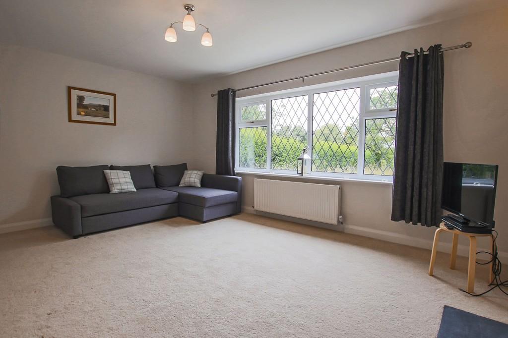 2 Bedroom Semi-detached Bungalow Bungalow To Rent - Image 13