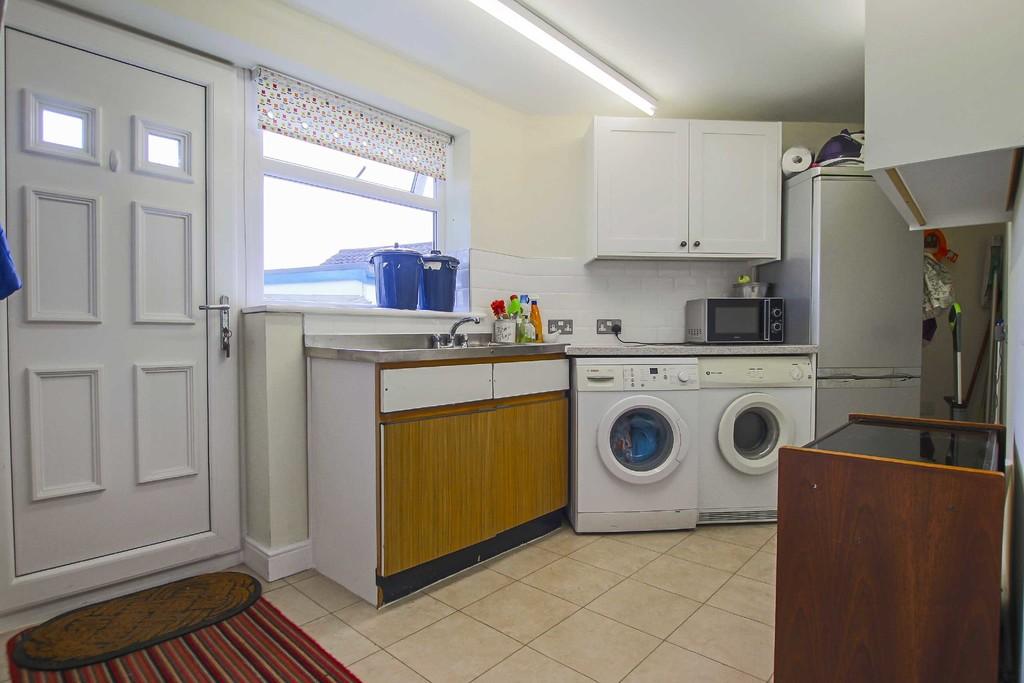 4 Bedroom Detached Bungalow Bungalow To Rent - Image 15