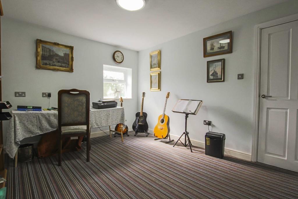 4 Bedroom Detached Bungalow Bungalow To Rent - Image 16