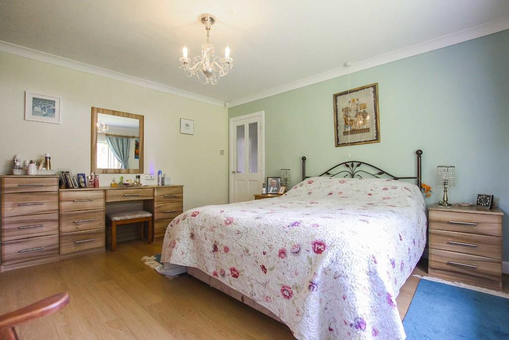 4 Bedroom Detached Bungalow Bungalow To Rent - Image 18