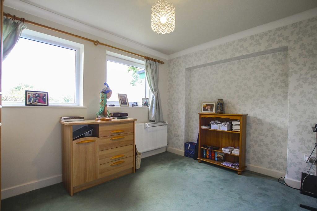 4 Bedroom Detached Bungalow Bungalow To Rent - Image 19