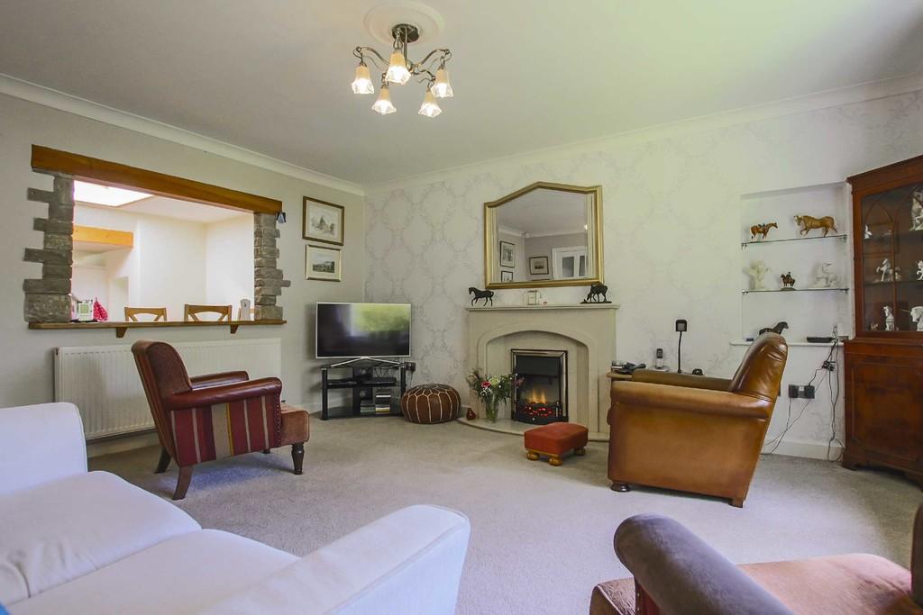 4 Bedroom Detached Bungalow Bungalow To Rent - Image 2