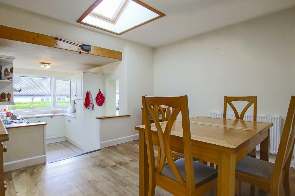 4 Bedroom Detached Bungalow Bungalow To Rent - Image 5