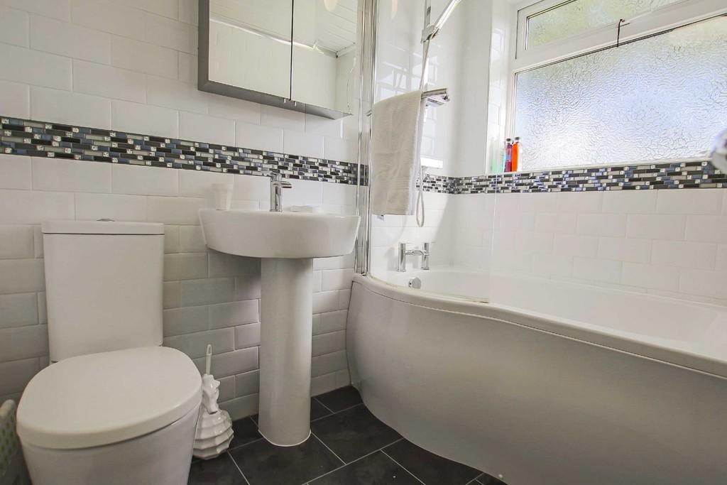 4 Bedroom Detached Bungalow Bungalow To Rent - Image 6