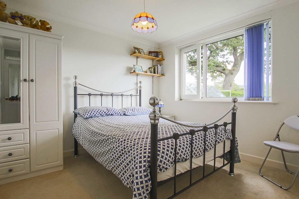 4 Bedroom Detached Bungalow Bungalow To Rent - Image 8