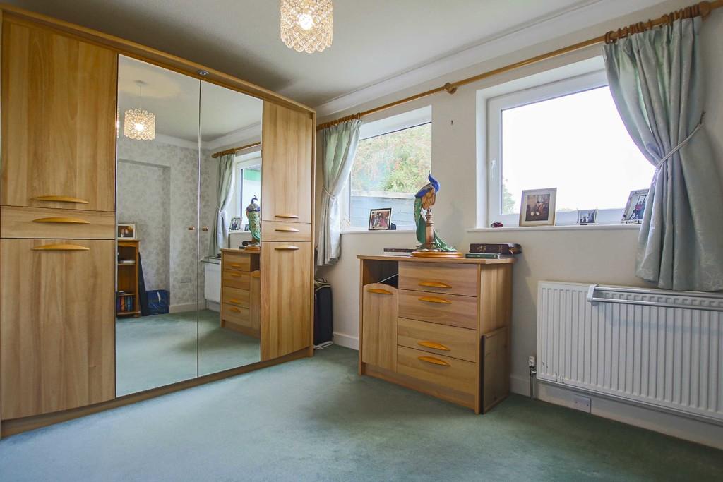 4 Bedroom Detached Bungalow Bungalow To Rent - Image 9